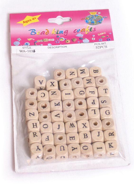 Buchstabenwürfel, natur. 2-er Set. 104 durchbohrte Holzwürfel mit aufgedruckten Buchstaben je Set - als Zubehör für selbstkreierten Schmuck oder als Namenskette aufgefädelt.