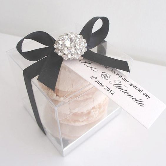 Elegant Macaroon Wedding Favor - 16 Favors Your Guests Actually Want on Early Ivy earlyivy.com