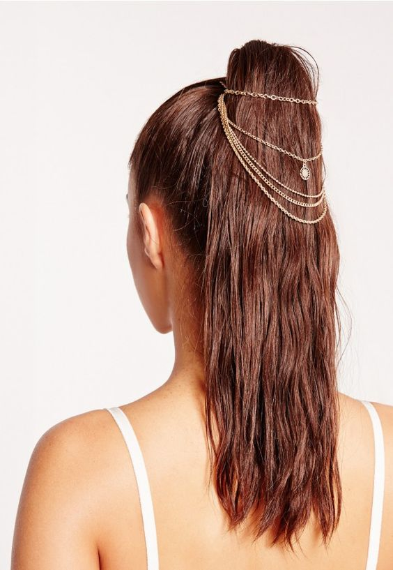 Add some ultra-chic accessories to amp up your outfit. This gold hair chain is perfect to wrap around a ponytail. With a gold chain and a grip for an extra firm hold, your outfit will have a luxe touch.: