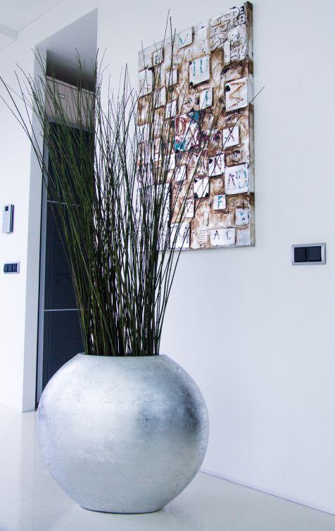 Pflanzkübel aus Filberglas in Silber mit hochglänzender Oberfläche ...