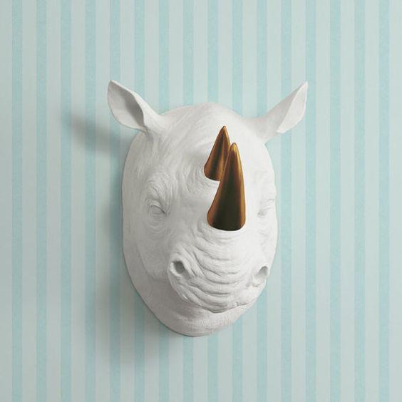 Il Serengeti in bianco + bronzo testa di rinoceronte finto corno - Rhinoceros falsi tassidermia ceramica resina animali Fauxidermy decorativo decorazione plastica