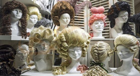 تفسير حلم رؤية الباروكة في المنام تفسير حلم الباروكة الشقراء الباروكة السوداء وصلات الشعر حلم الشعر المستعار توصيل ا Wigs Egyptian Beauty Long Hair Styles