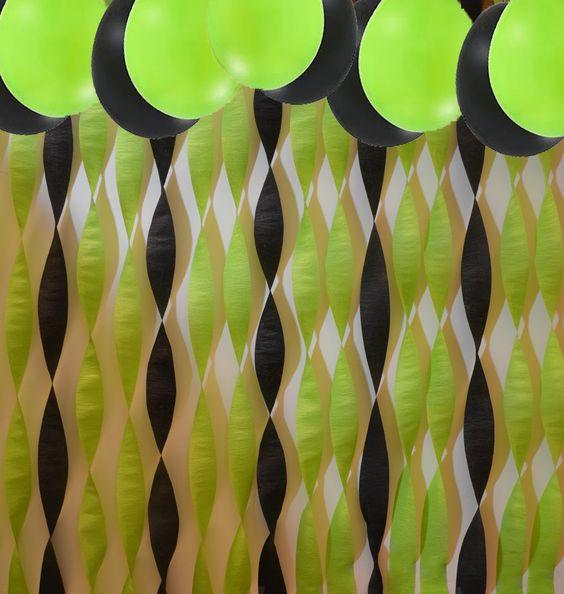 Green black streamers balloons decorating kit having for Decor using crepe paper