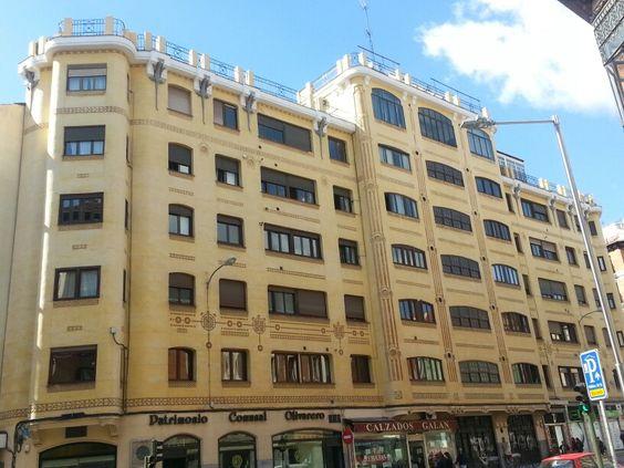 Joya modernista en Mejía Lequerica. Madrid.
