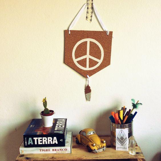 Bandeirola Cortiça Paz e Amor - Decoração - Homedecor - Decor - Design - Artesanato -