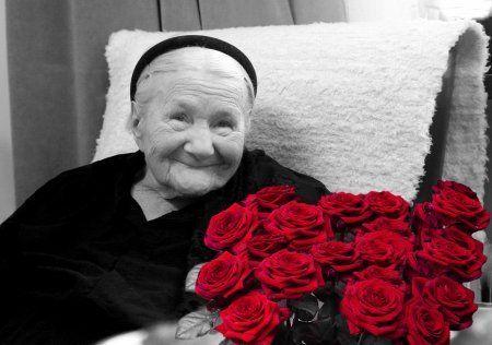 Ela, a única que sabia os nomes e moradas das famílias que albergavam crianças judias, suportou a tortura e negou-se a trair seus colaboradores ou as crianças ocultas. Quebraram-lhe os ossos dos pés e das pernas, mas não conseguiram quebrar a sua determinação.