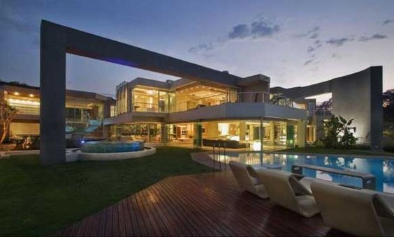 Luxury House Design of Glass House