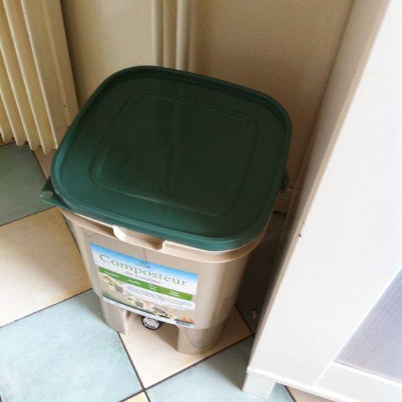 composteur d 39 appartement composteurs pinterest comment et compost. Black Bedroom Furniture Sets. Home Design Ideas