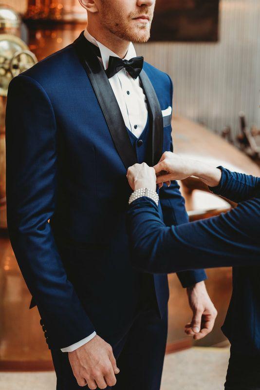 Sulhanen, pukeutuisitko klassisen siniseen pukuun?