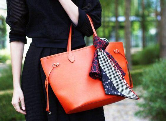 conseils de mode pour attacher son foulard pour son sac main en bandoulire ou - Sac A Main Color