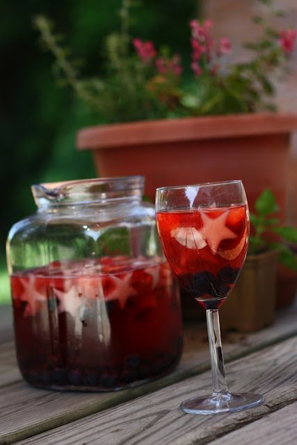 4tTH OF JULY SANGRIA <3: July Punch, July Sangria, Chez Cayenne, Holidays July4Ideas, July Fun, Cayenne Fourth, 4Th Of July, July Ideas, July 4Th