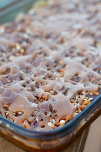 Caramel pretzel brownies. Must make these.