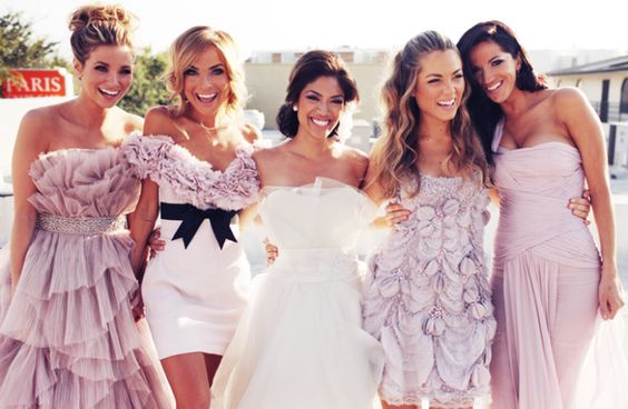Bride & bridesmaids all have amazing & different dresses AND hairstyles here! Mix n' match is awesome!
