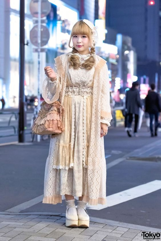 Jun 2015: Yukarin is wearing a vintage gown over an Axes Femme lace top, a vintage skirt from Grimoire Tokyo, and Tokyo Bopper platform ballet shoes. Accessories – which came from Santa Monica and other vintage shops – include a lace headpiece, a face necklace by Freaks Circus, a beautiful vintage purse, a lace belt, and resale earrings.