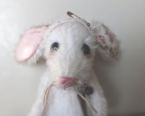 Sugar - white mohair mouse by  A CURIOUS WHIM for Ragtail 'n' Tickle.