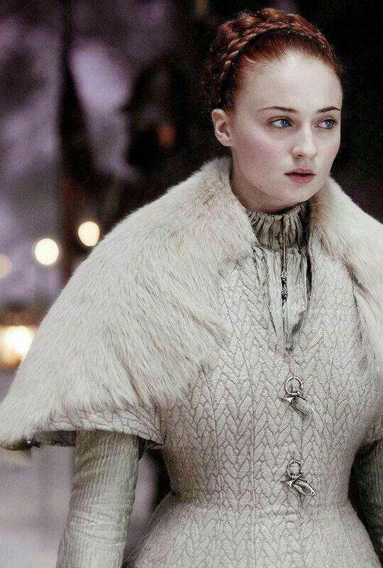 Sansa robe de mariée blanche, détails gris