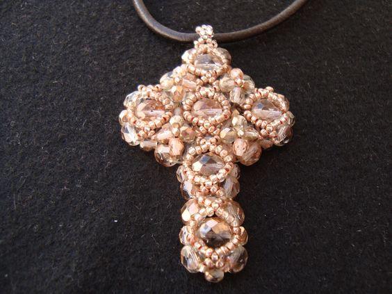 cruz com cristais e muita paciência...
