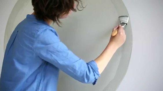 En nuestros vídeos tutoriales descubrirás nuevas ideas para pintar y decorar tu hogar. En este vídeo te explicaremos cómo crear un círculo de color en tu pared usando pinturas plásticas y con poco esfuerzo.