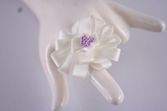cremfarbender Blütentraum - Ring von Feekollektion auf DaWanda.com