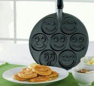 Smiley fae pan cake pan // awesome invention