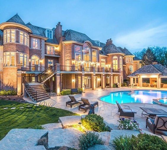 Luxury Mansions With Swimming Pools: Via: @lifestyle.luxuries. Luxury Mansion For Sale By