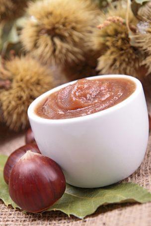 Confiture de châtaignes: 450g  sucre intégral 1 gousse de vanille 700g de châtaignes 1 cuillère à soupe de cognac