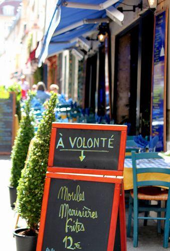 Moules Frites à Volonté / Rue Mouffetard / Paris / France