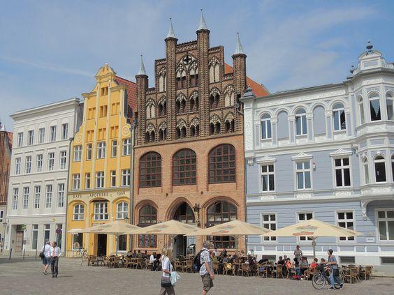 Das Wulflamhaus  Das Wulflamhaus ist ein aus dem 14. Jahrhundert stammendes Bürgerhaus am Alten Markt in Stralsund