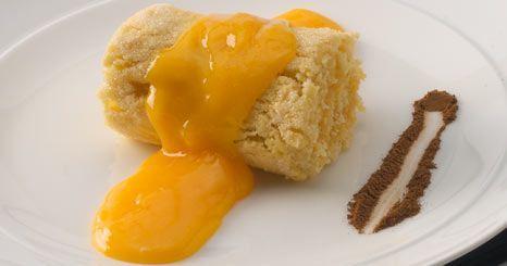 Torta de amêndoa com ovos-moles.Portugal.