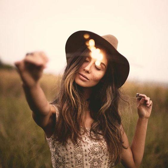 """""""Deus, eu não quero viver uma vida normal. Eu não quero viver uma vida de conformações e acomodações… eu quero ir além. Eu quero ir muito além. Eu quero fazer Sua vontade e espalhar o Seu nome pelas ruas. Eu quero poder me levantar de manhã disposto em transformar tudo ao meu redor através do Espírito que o Senhor colocou sobre mim, esteja eu bem ou mal, pobre ou rico, feliz ou triste. Eu quero ser o bom filho que lhe dá bom grado, e quero gerar alegria na sua face. Eu quero me preocupar em…"""