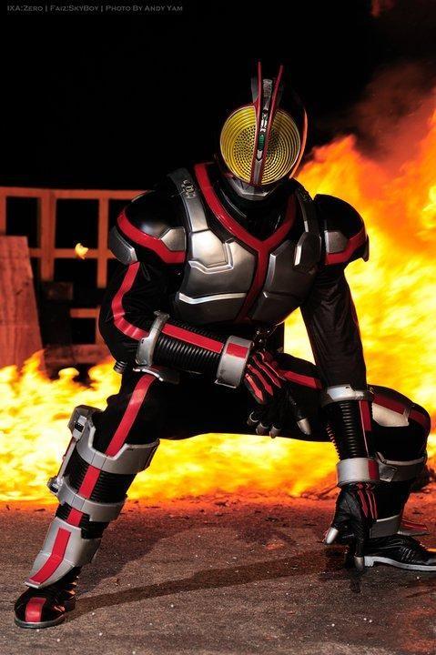 炎の中の仮面ライダー555