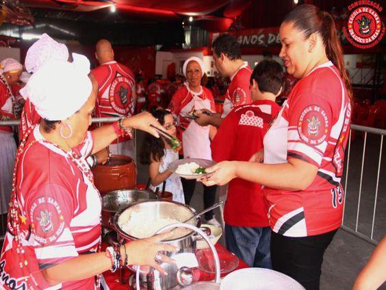 """A tradicional feijoada da Dragões da Real acontece neste sábado, dia 14 de dezembro, a partir das 14h. O evento tem como objetivo unir a comunidade e arrecadar recursos financeiros, que serão investidos na confecção das alegorias e fantasias para o Carnaval. O ingresso é vendido a R$ 35 e dá o direito a uma...<br /><a class=""""more-link"""" href=""""https://catracalivre.com.br/sp/samba/indicacao/feijoada-da-na-quadra-da-escola-de-samba-dragoes-da-real/"""">Continue lendo »</a>"""
