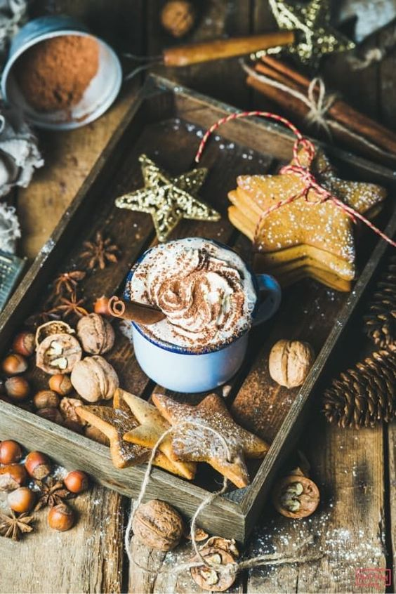 Keto Hot Chocolate Recipe. This fabulous keto hot chocolate recipe takes 10 minutes to make, and is the ultimate cozy winter drink! Add this sugar-free, low carb keto hot chocolate to your holiday party lineup ASAP! This hot cocoa tastes like Christmas in a cup! #keto #ketorecipes #lowcarb #lowcarbrecipes #hotchocolate #chocolate #hotcocoa #Atkins #HolidayRecipes #KetoChristmas #lowcarbChristmas