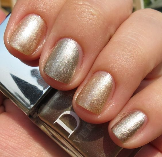 Dior Golden Light Vernis (Fall 2012) comparison with Dior Timeless Gold (Holiday 2010)