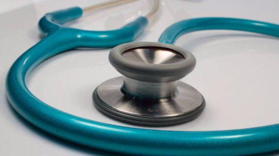 Estetoscópio usado por médicos - saúde