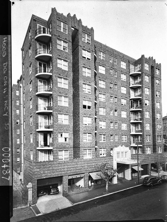 Macleay Regis, Macleay Street, Potts Point. Photographer Sam Hood for Mr Christmas (1939). Manuscripts, oral history & pictures - State Library of New South Wales