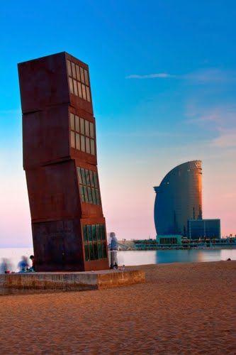 Playa de la #Barceloneta en el distrito de #CiutatVella http://www.viajarabarcelona.org/distritos-de-barcelona/distrito-de-ciutat-vella-en-barcelona/ #Barcelona