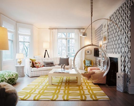 Contrasting patterned rug and wall