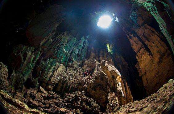 Caverna gigante sem nome – Borneo