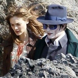 Dark Shadows, Johnny Depp wears the same glasses as Vincent Price, but not the same hat...