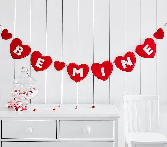 Pottery Barn Kids Be Mine Heart Garland Red White Valentine S Day Decorations Scheduled Vi Diy Valentines Crafts Valentine Theme Valentines Day Decorations