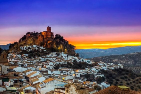 È arrivata l'estate ed è tempo di partire. Ecco le nostre dritte sulle migliori destinazioni del mese. Dall'Andalusia alla Corsica, dai Parchi Nazionali degli Stati Uniti alla Malaysia.