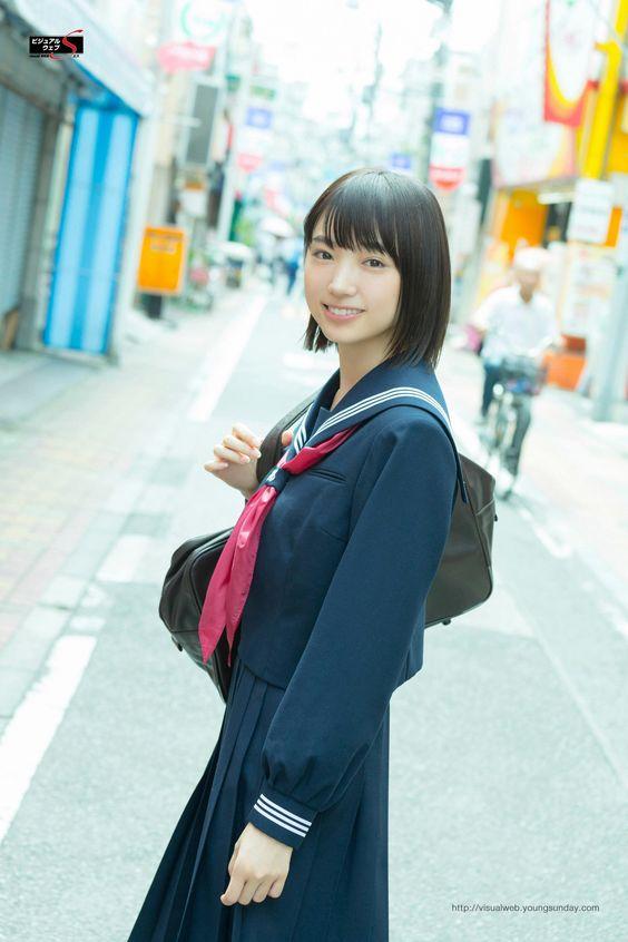 セーラー服をきた太田夢莉