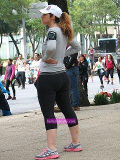 Guapa mujer caderona en calzas - Mujeres bellas en la calle
