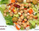 Aprovechando los últimos días del verano y de calor, he querido preparar esta Ensalada de Garbanzos fresca y muy nutritiva.