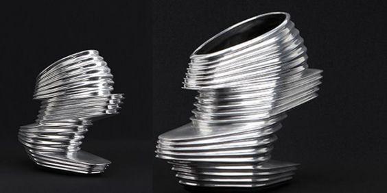 Zaha Hadid, in collaborazione con il brand United Nude, ha lanciato sul mercato un nuovo modello di scarpa dall'aspetto decisamente futuristico.http://www.sfilate.it/201302/le-scarpe-artistiche-di-zaha-hadid-un-inno-al-futurismo