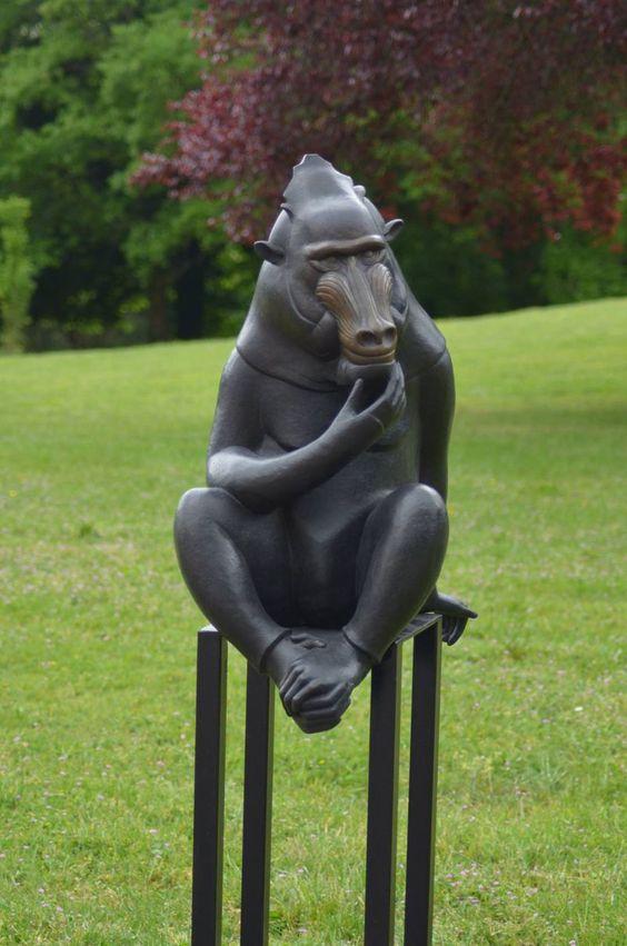 Sculpture en bronze de Florence Jacquesson exposée dans les jardins du domaine des roches à Briare (42).