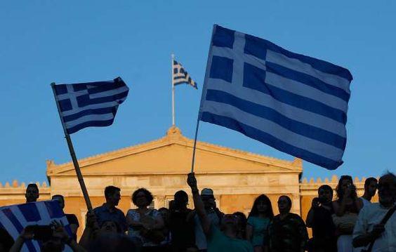 """Grecia desafía a Europa con un abrumador """"No"""" en referendo sobre rescate"""