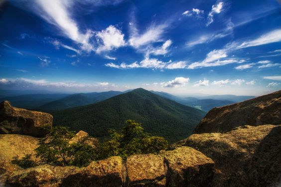 16 Out of this World Hiking Spots in Virginia that will Leave You in Awe