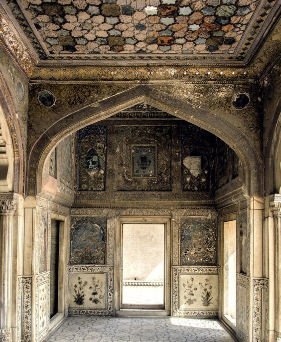 Naulakha Pavilion - Sheesh Mahal - Built in 1633 by the Mughal emperor Shah Jahan as a small summer house, it cost around 900,000 rupees, an exorbitant amount at the time. It is called Naulakha Because in Urdu language, the word means 'worth 9 lakhs rupees'. Lahore 44